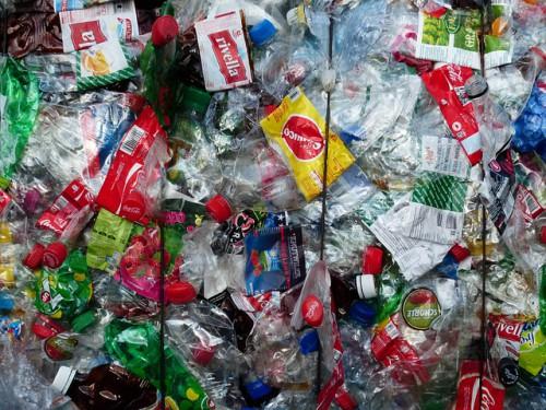 plastic-bottles-115074_640